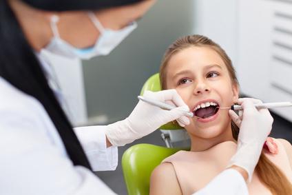 Prophylaxe für gesunde und feste Zähne.